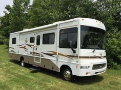 2006 Used Itasca Sunova 33T Class A in Michigan MI.Recreational Vehicle, rv, 2006 Itasca Sunova 33T, 2006 Itasca Sunova 34' Class A, RV, Motor Home. Only 22,000 miles. EXCELLENT condition. Stored winters, serviced regularly, washed and waxed after every trip (yes I'm a little OCD), ancillary power by Onan Marquis Gold 5.5 Generator also in excellent condition (was just serviced with new air filters, oil filter, fuel filter, plugs - purrs like a kitten). Used the bathroom ONLY when RV Park…