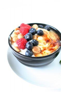 Greek Yogurt Brulee with fruit. Healthy breakfast, back to school, hearty healthy kid friendly recipe. Healthy Treats, Healthy Recipes, Healthy Desserts, Healthy Food, Healthy Eating, Great Recipes, Favorite Recipes, Delicious Desserts, Yummy Food