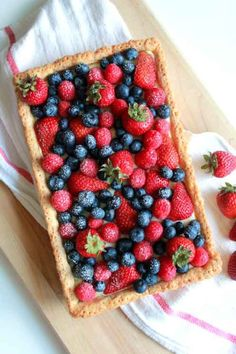 Perfect for the Summer: Fresh berry tart with vanilla pastry cream