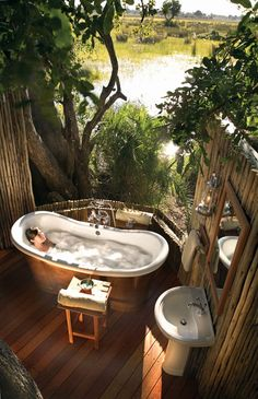 Eagle Island Lodge for extreme luxury in Okavango Delta Botswana. Luxury Okavango Delta Safari at Eagle Island.
