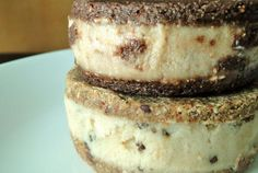 Almond milk-based raw ice cream sandwiches: 2 ways!