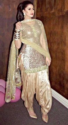 Latest Punjabi Suit Designs Salwar Suits Party Wear, Party Wear Indian Dresses, Designer Party Wear Dresses, Pakistani Dresses Casual, Pakistani Bridal Dresses, Kurti Designs Party Wear, Dress Indian Style, Indian Fashion Dresses, Pakistani Dress Design