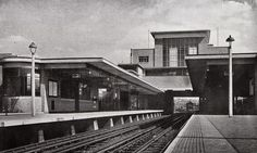 On October 1933 the Piccadilly Line extended from South Harrow to Uxbridge, replacing the District Line service that had previously served the route. London Transport Museum, London Architecture, National Archives, London Underground, Vintage London, Submarines, World War I, Train Station, Cool Photos