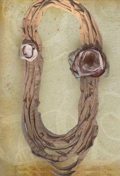 Collana fettuccia beige con fiori in seta e tulle di Luciana Torre - accessori tessili handmade e ceramica dipinta a mano. Pezzi unici su DaWanda.com