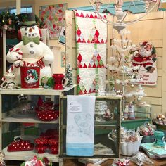 Christmas cheer @hollyhillquiltshoppe! It just makes ya happy to be here!❤️❤️