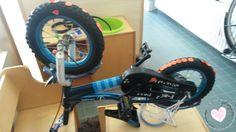Hoeken:  in de huishoek kunnen de kinderen de fiets repareren. Met stickers kunnen ze de banden plakken. Stationary, Gym Equipment, Van, Bike, Sports, Stickers, Ladybug, Bicycle, Hs Sports