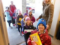 Kindergarteners at Primrose School of Eagan in Minneapolis, Minn. donate 715 pounds of food to the Eagan Resource Center. Photo credit: David Henke, Eagan Patch.