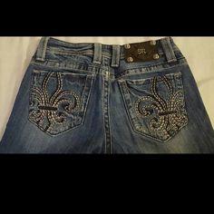 "Miss me boot cut jeans sz 26 Worn a couple times. Great shape. 33.5"" inseam sz 26. Miss Me Jeans Boot Cut"