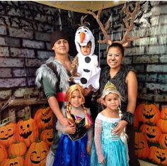 Frozen family ! #halloween #family costumes #frozen