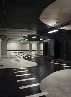 A cool parking garage. I didn't know there could be such a thing. Park Signage, Wayfinding Signage, Signage Design, Floor Signage, Parking Space, Parking Lot, Car Parking, Environmental Graphics, Environmental Design