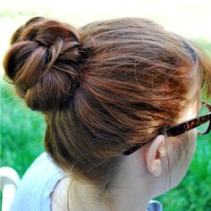 This is easy and cute, great idea for this summer when the weather is freakishly hot and I want my hair off my neck.