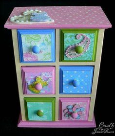 Would make a cute little girl's jewelry box. Would make a cute little girl's jewelry box. Diy Jewlery Box, Jewelry Box Makeover, Jewellery Boxes, Diy Jewelry, Little Girl Jewelry, Girls Jewelry Box, Baby Decor, Kids Decor, Hand Painted Dressers