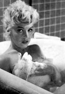 """Marilyn on the set of """"The Seven Year Itch"""", Marylin Monroe, Marilyn Monroe Photos, Marilyn Manson, Marilyn Monroe Cuadros, 7 Year Itch, Greta, Old Hollywood, Hollywood Actresses, Classic Hollywood"""