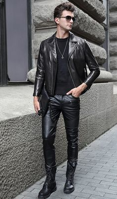 Men's jackets are a crucial part of every man's wardrobe. Men need to have jackets for a number of activities and several varying weather conditions. Men's Jacket Ideas. 1950s Jacket Mens, Cargo Jacket Mens, Green Cargo Jacket, Bomber Jacket, Leather Fashion, Leather Men, Leather Trousers, Leather Jacket, Fashion Moda