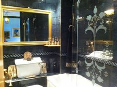 Luxury bathroom in elegant, freshly redecorated Putney flatshare. Photo: Susan…