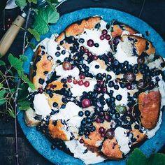 Shattered blueberry and yogurt cake.