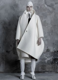 Sculptural Fashion - white cocoon coat with curved silhouette // Alexis Reyna Fall 2015