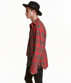 Black. Straight-cut shirt in soft cotton flannel with a turn-down collar. Buttons at front, long sleeves with buttons and raw-edge cuffs, and rounded,