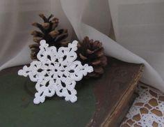 horgolt_hópehely Yarn Crafts, Diy Crafts, Christmas Diy, Crochet Christmas, Crochet Snowflakes, Crochet Projects, Free Pattern, Weaving, Knitting