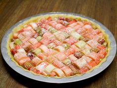 Rabarber - Diana's mooie moestuin Hawaiian Pizza, Pasta Salad, Strawberry, Cooking Recipes, Diana, Fruit, Ethnic Recipes, Cottages, Pistachio