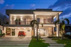 Find home projects from professionals for ideas & inspiration. Projeto by Heloisa Titan Arquitetura Flat Roof House, D House, Facade House, Double Story House, Zeina, House Elevation, Dream House Plans, Modern House Design, Future House