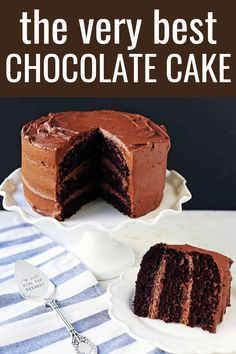 This is hands down the best chocolate cake recipe out there. It is rich, moist and full of chocolate. It will please the biggest chocolate lovers! Chocolate Cake From Scratch, Ultimate Chocolate Cake, Amazing Chocolate Cake Recipe, Cake Recipes From Scratch, Chocolate Chip Recipes, Easy Cake Recipes, Chocolate Flavors, Köstliche Desserts, Delicious Desserts