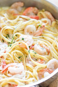 Seafood Alfredo - One Pot Shrimp and Crab Alfredo - Succulent sautéed shrimp and sweet lump crab meat in a delicious homemade alfredo sauce. This homemade one-pot seafood alfredo is better than Olive Garden! Crab Alfredo, Shrimp Alfredo Recipe, Fettucine Alfredo, Alfredo Sauce, Shrimp Recipes, Sauce Recipes, Olive Garden Seafood Alfredo Recipe, Shrimp Fettucini Recipes, Seafood Linguine