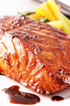 Maple Glazed Salmon Recipe - tonight& dinner was fantastic! Ww Recipes, Salmon Recipes, Fish Recipes, Seafood Recipes, Great Recipes, Dinner Recipes, Cooking Recipes, Healthy Recipes, Cooking Time