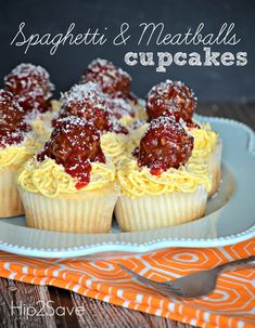 Spaghetti and Meatballs Cupcakes (Fun April Fool's Day Dessert Idea) Spaghetti Dinner, Spaghetti And Meatballs, Yummy Treats, Delicious Desserts, Sweet Treats, Fun Desserts, Cupcake Recipes, Dessert Recipes, Cupcake Ideas