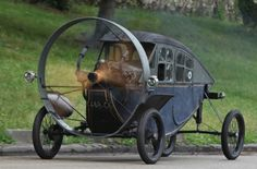 """The Hélica. This strange car, which celebrates its centenary, is equipped with a propeller at the front. It was conceived by Marcel Leyat. This car is a cross between a car and a plane """"without chassis or gearbox or transmission, or drive wheel."""" Yet, with two passengers on board, Hélica reached 170 km / h."""