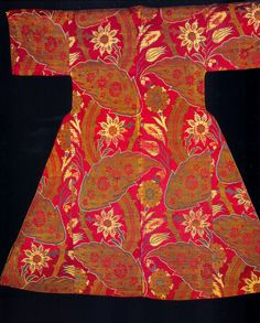 Оригинал взят у uchitelj в Silks for the Sultans - 3 Еще несколько сканов из книги Silks for the Sultans Текстиль из музея Топкапы, Стамбул Предыдущие записи http://ornament-i-stil.livejournal.com/2…