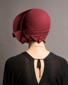 Vintage burgundy hand draped cloche hat by on Etsy. - Looks windswept! Fashion Accessories, Hair Accessories, Mode Chic, Love Hat, Turbans, Mode Vintage, Vintage Style, 1920s Style, Felt Hat
