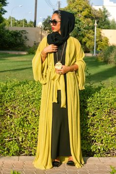 Haus of Ziia For more abaya… Muslim Women Fashion, Arab Fashion, Islamic Fashion, Boho Fashion, Abaya Style, Hijab Style, Dubai Fashionista, Modest Outfits, Modest Fashion