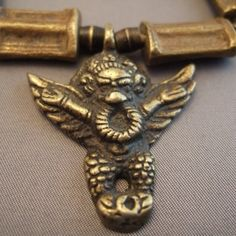 Bronze, Indonesia     Description       Garuda ( गरूड , Eagle in sanskrit ) is a fabulous Indian , son of Kashyapa and Vinatâ and Aruna , the driver of Surya char brother mythology bird. This is the vâhana or vehicle of Vishnu .    Garuda can also be seen as a mythical Giant Eagle, natural air enemy of the naga , snakes water and Earth. But Naga and Garuda are that two incarnations of Vishnu , two aspects of the divine substance, that they réconcilient...