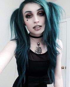 """vebston-rose: """" Rachael Castro """" ✝ GOTHIC BLOG ✝Her Hair!!! Those half bunches are so cool"""