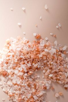 pink Himalayan salt - make your own bath salts Himalayan Salt Bath, Himalayan Salt Crystals, Salt Quotes, Salt Water Bath, Food Texture, Skin Care Spa, Bath Salts, Bath Fizzies, Lush Bath