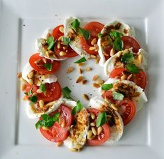 Discover tips and facts on fine Italian Cuisine and Italian wine. Salade Caprese, Diner Recipes, Diner Food, Healthy Snacks, Healthy Recipes, Good Food, Yummy Food, Food Inspiration, Italian Recipes