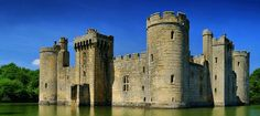 Los castillos en venta representan un producto muy particular que se dirigen a un tipo muy especifico de cliente. Cota Invest Inmobiliaria España.