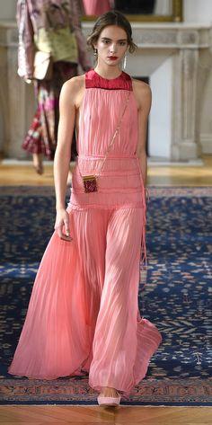 Desfile Valentino Primavera/Verão 2017: Paris Fashion Week [Destaques]