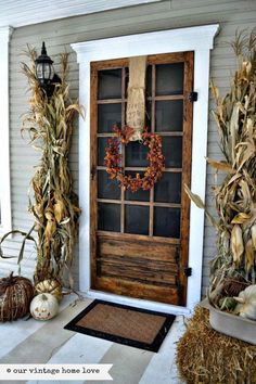 Fall decor begins with the front door and we've got 23 of the best fall front porches to inspire creativity. Fab ideas for your best fall front porch yet! Farmhouse Front, Modern Farmhouse, Farmhouse Style, Farmhouse Decor, Vintage Farmhouse, Rustic Style, Farmhouse Interior, Rustic Feel, Rustic Chic