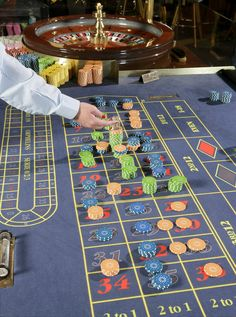 Roulette Music Guitar, Games, Videos, Board, Youtube, Porto, Plays, Gaming, Sign