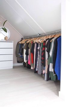 clothes rack from scaffolding tube in the coupling pots in the bedroom . - crea -DIY clothes rack from scaffolding tube in the coupling pots in the bedroom . - crea - Wonderful Attic Closet Organizers for Your Inspiration Attic Bedrooms, Closet Bedroom, Bedroom Apartment, Cozy Apartment, Small Bedrooms, Attic Storage, Bedroom Storage, Bedroom Decor, Bedroom Ideas