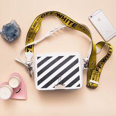 binder clip shoulder bag via Workout Accessories, Bag Accessories, Off White Bag, Design T Shirt, Popular Bags, Cute Backpacks, Cute Bags, Luxury Bags, Fashion Bags
