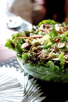 Salada de Folhas, Figos, Nozes ao Balsâmico