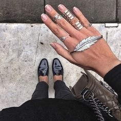 Who is loving the ring and hand jewelry trend?!