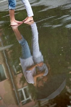 I love this reflection shot | Couples / engagements photography