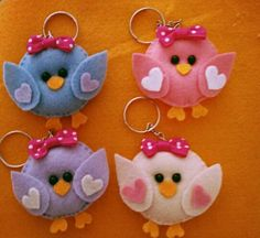 . Felt Crafts Diy, Sewing Crafts, Paper Crafts, Felt Keychain, Cute Keychain, Animal Sewing Patterns, Felt Patterns, Felt Birds, Felt Christmas Ornaments