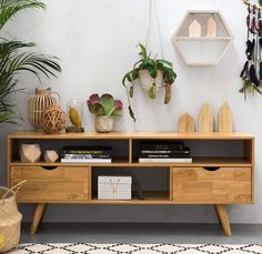 C'est le match des plus jolies enfilades. On les adore ces petits meubles en bois clair ou colorés.A la fois vaisselier, buffet, scandinave, vintage,