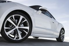 French car manufacturer Peugeot are moving with the times, placing further emphasis on design... http://www.we-heart.com/2014/12/04/peugeot-rcz-r-design-lab/
