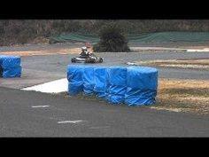 CRG KT100cc から4年半前にトニーカート Rock 水冷 125cc に乗り換えた時の初乗りの映像です  確か古いタイヤでズルズル滑るし100ccのパワーとは全く違うしで怖かったのだけはしっかり覚えてるのですがでもその恐怖が堪らなく快感に変わるんです早く乗りに行きたいですね(ω)  A-ONEサーキットエーワンサーキット 福岡県筑紫野市原田 http://www.rk-a1.com/ tags[福岡県]